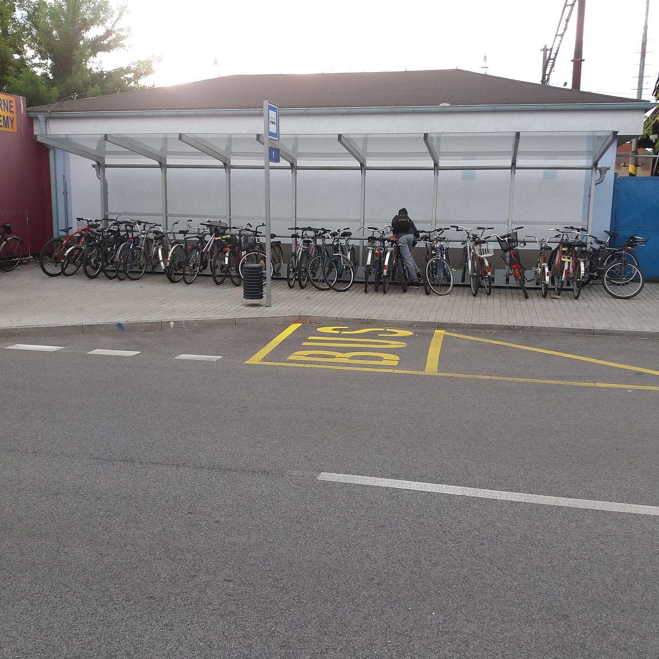 525f6798c Chýbajúce cyklostojany na stanici, , Malacky | Odkazprestarostu.sk