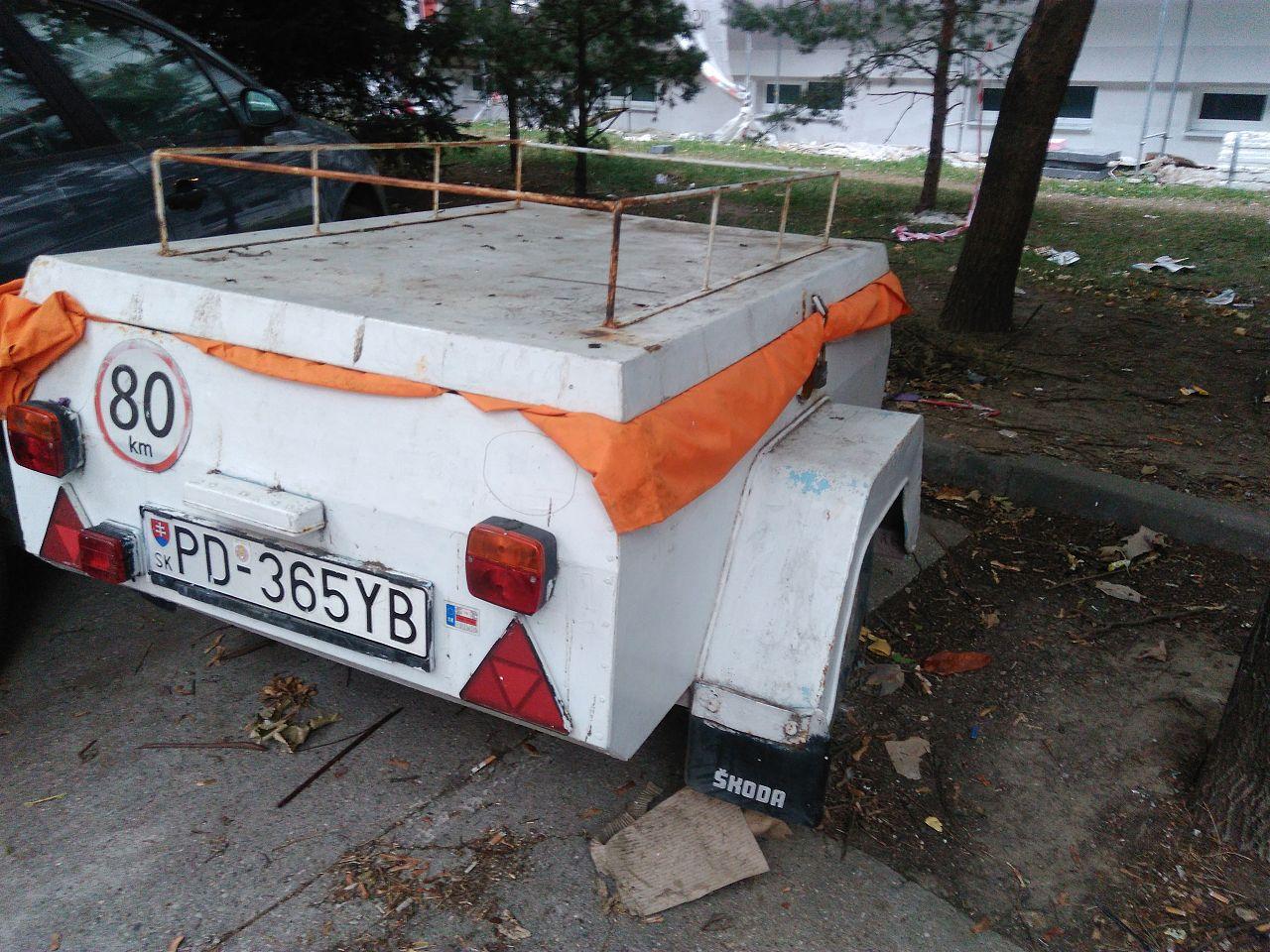 25d67ffd6 Prívesný vozík - vrak, Sever, Trnava   Odkazprestarostu.sk